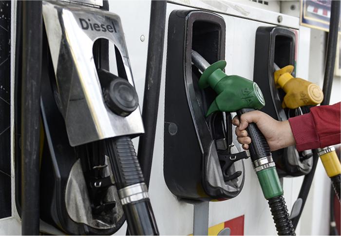 Car-Fuel-Pump Car MPG Fuel Calculator and Total Cost of Fuel Used.